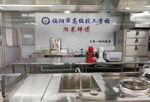 """我校开办烹ren(中shi烹调)zhuan业,推jin实施""""yue菜师傅""""pei养工程"""